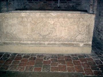 l-sarcofago-di-san-agricola-nella-basilica-dei-santi-vitale-e-agricola-edificio-facente-parte-del-complesso-monumentale-della-basilica-di-santo-stefano-a-bologna-detto-anche-le-sette-chiese