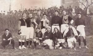 La_prima_maglia_rossoblù_del_bologna_1909-10.